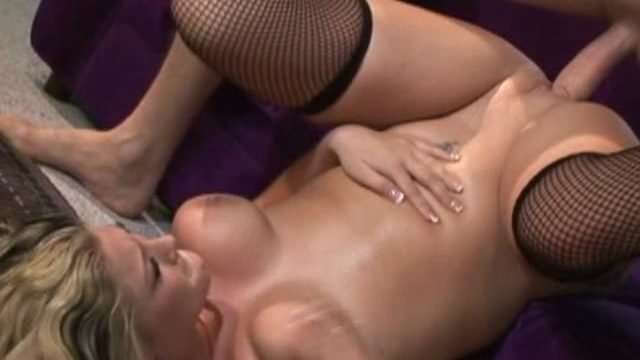Blonde Nestling Bailey Will Get Her Mouth Drilled