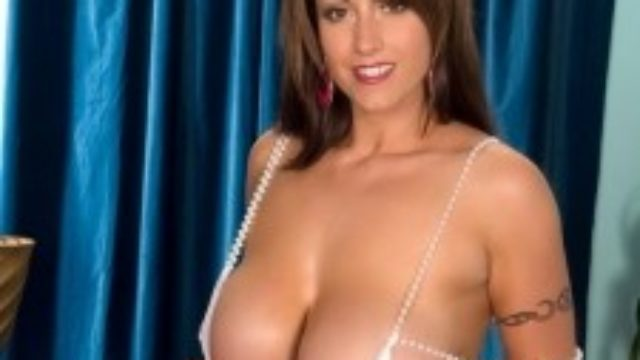 Eva Notty Exclusive: Boobies & Tugs