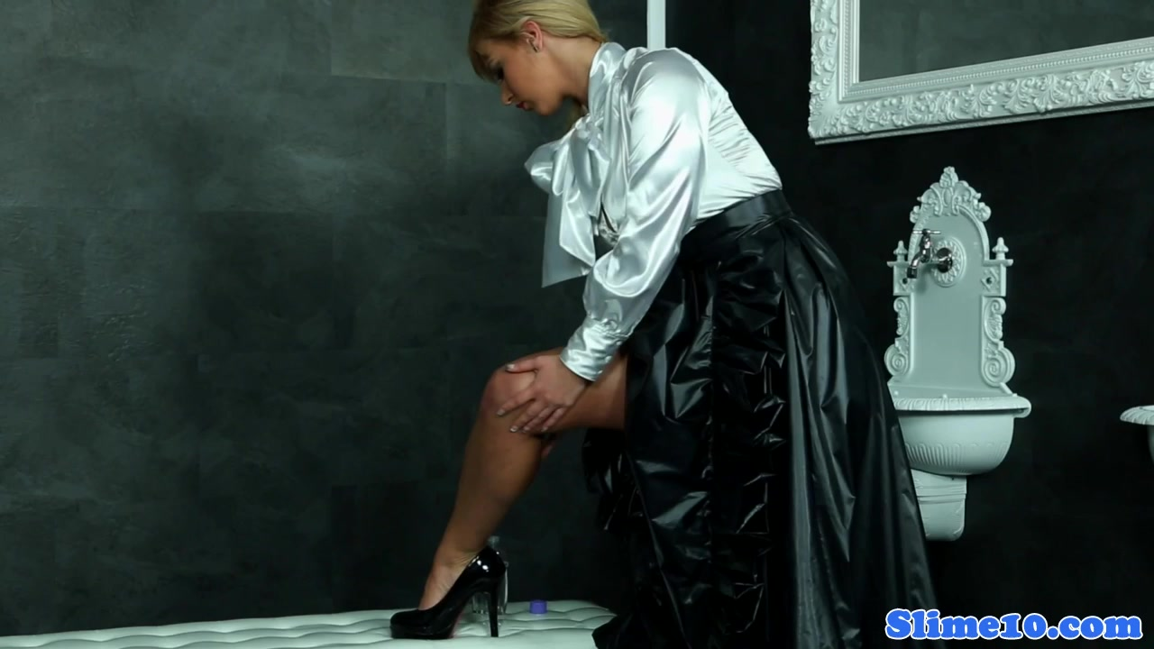 Eurobabe Mass Ejaculation Facialed On The Gloryhole