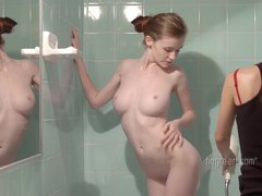 Emily Bloom – Glamour Apartment Provider Rubdown