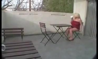 Preggo Platinum-blonde