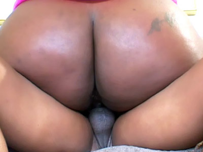 Curvaceous Ebony Bbw Polishes On A Pipe