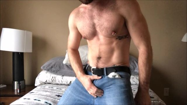 Man With Flawless Muscle Tissues Wanks Off On Web Cam