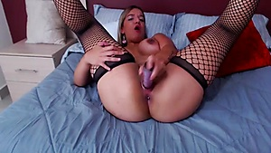 Britneyred Desires To Be Caressed